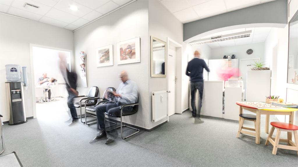 Empfang und Wartebereich - Zahnarzt Matthias Wendt