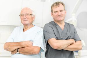 Praxisgründer Dr. Manfred Wendt und Praxisinhaber Zahnarzt Matthias Wendt